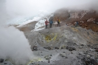 Фумаролы в кратере