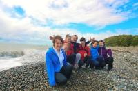 Группа на море